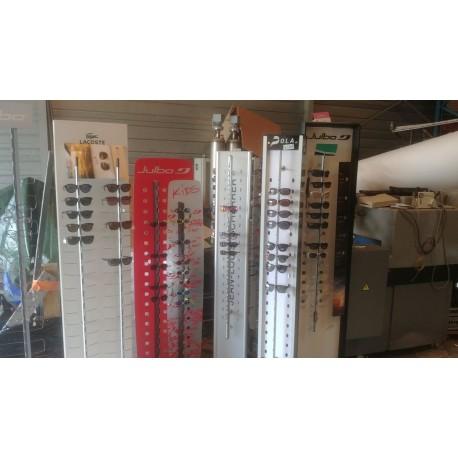 10 présentoirs à lunettes de soleil dont lacoste